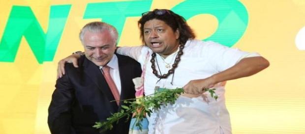 Presidente Michel Temer é benzido. (Foto: Divulgação).