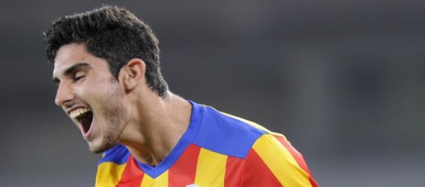 VIDEO: la frappe phénoménale de Guedes pour Valence - bfmtv.com