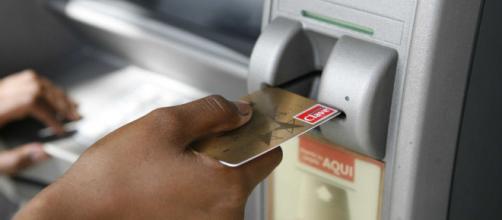 Falla técnica masiva dejó a cajeros automáticos de bancos en ... - prensa.com