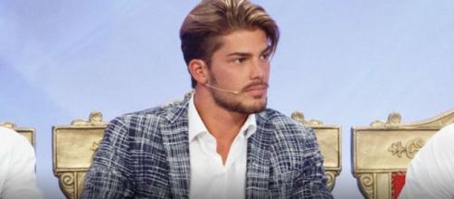 Uomini e Donne, Paolo Crivellin: scatta il bacio con una corteggiatrice - vitadonna.it