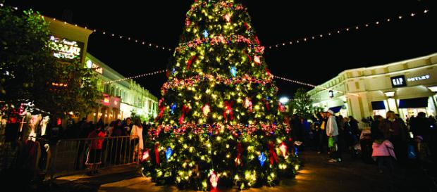 Christmas tree [image courtesy Shreveport-Bossier Convention and Tourist Bureau wikimedia commons]