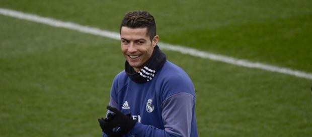 Cristiano Ronaldo, el famoso jugador de fútbol nació en Portugal.