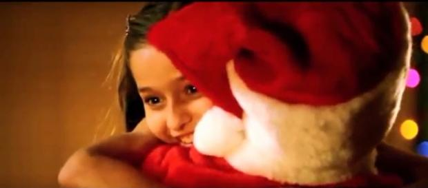 """""""Hawaii Five-O"""" is tough on crime, but all heart when it comes to Christmas. Image cap Sandy/YouTube"""