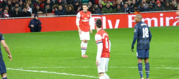 Mesut Ozil preparingto take a free-kick against Manchester United in a past match. (Image Credit: Wonker/Flickr)