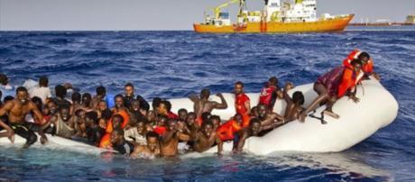 Miles y miles de personas han dejado su vida intentando atravesar el Mediterráneo.