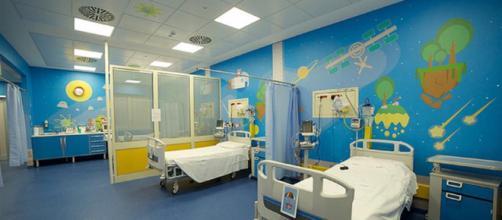 Gemelle siamesi del Burundi separate all'ospedale Bambino Gesù.