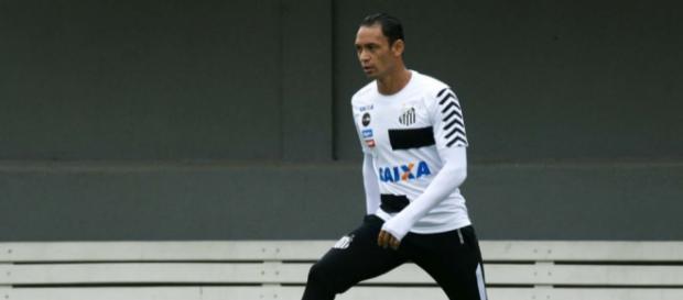 Jogador durante atividade com bola no Centro de Treinamento Rei Pelé. / Imagem: Diário do Peixe - com.br