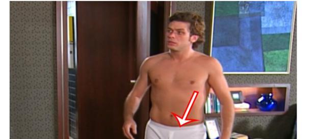 O ator Fábio Assunção surge de cueca na novela Celebridade. (Foto: Reprodução/Globo)