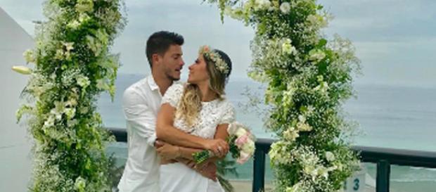 O casamento aconteceu na casa dos noivos no RJ
