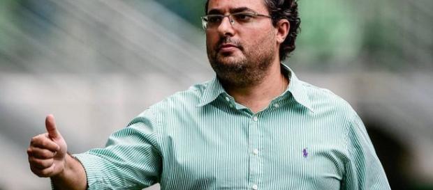 O diretor de futebol Alexandre Mattos é o responsável pelas transações do clube