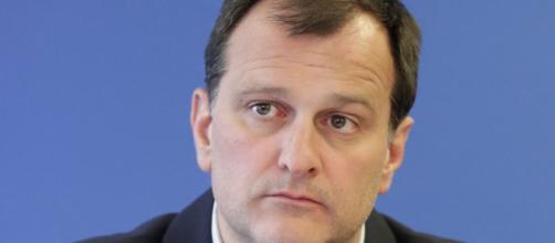 Assistants parlementaires : Louis Aliot à son tour mis en examen ... - juriguide.com