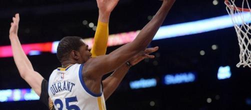 Les Warriors assomment les Lakers et prennent les commandes de la ... - newsbasket-beafrika.com
