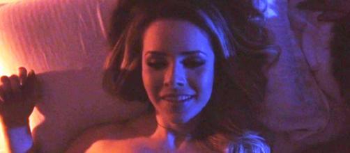 Sandy da um toque especial no seu clipe