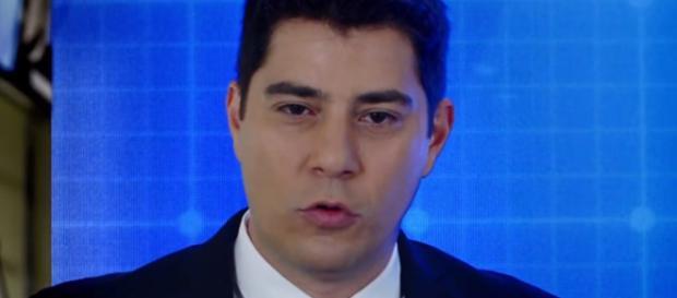 Evaristo Costa é algemado e implora para ser solto