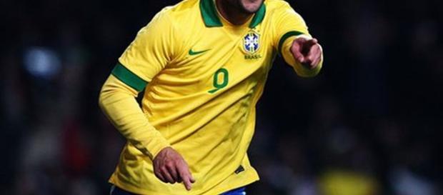 O atacante serviu o Brasil durante muito tempo.