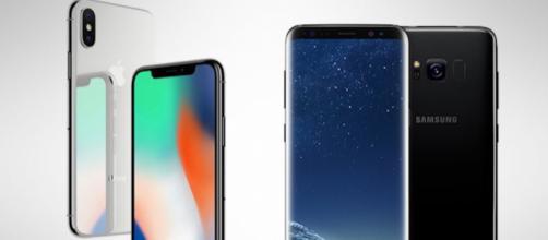 I display di iPhoneX e Samsung S8 a confronto
