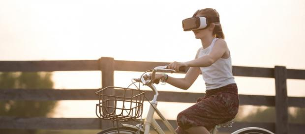 Things to do with virtual reality goggles (via PixaBay - Pexels)