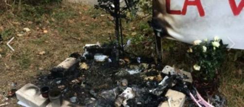 Le sapin en l'honneur de la fillette a été brûlé volontairement