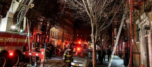 Etats-Unis : 12 morts dans un incendie à New York | Euronews - euronews.com