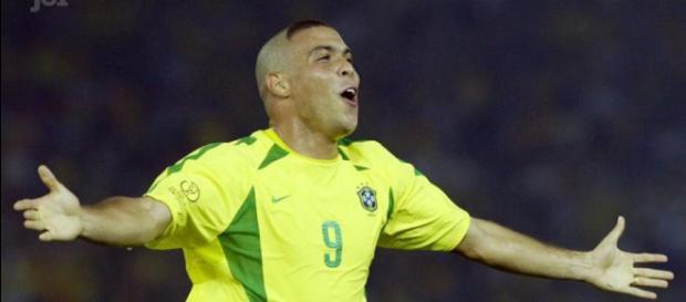 Voici l'histoire de Ronaldo, footballeur brésilien Incroyable !