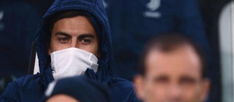 Paulo Dybala, 24 anni, costretto a seguire dalla panchina un match della Juventus