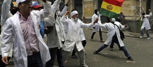 Los galenos bolivianos no están dispuestos a dialogar mientras el 205 siga vigente