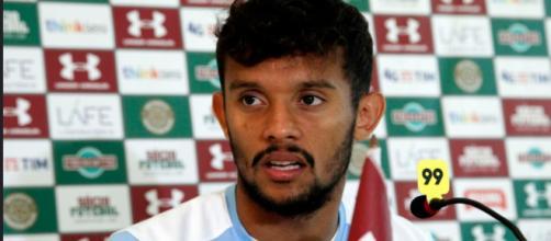 Mais um clube desiste e Scarpa deve ficar no Fluminense (Foto: Portal Torcedores)