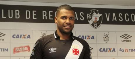 Breno aceita proposta do Vasco e deve assinar nos próximos dias um contrato de três anos