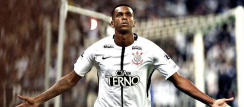 Corinthians negociou o atacante Jô e agora procura por um novo reforço para o ataque