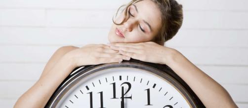 Unas ocho horas de sueño nocturno son altamente recuperadoras para comenzar con vitalidad el nuevo día.