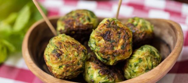Polpette di zucchine e menta: la ricetta vegan senza uova - veganogourmand.it