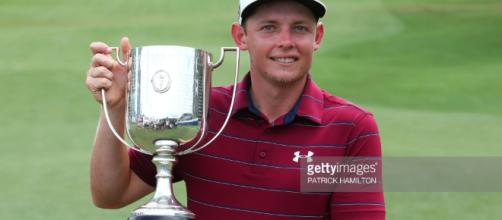 El golfista Cameron Smith de Australia posa con la Kirkwood Cup ... - gettyimages.com