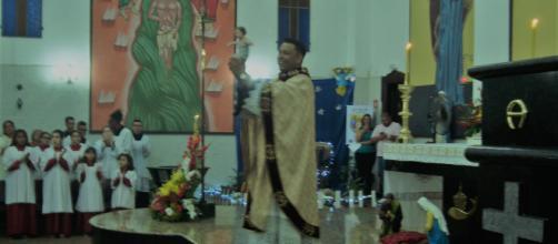 Padre Marcos Vinícius celebrou missa do nascimento de Jesus Cristo