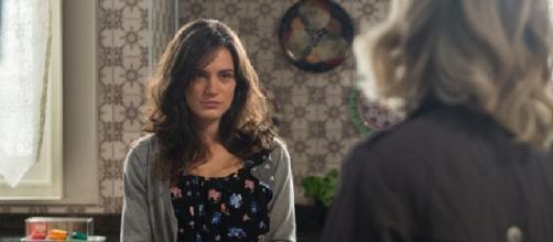 Clara descobre que Duda é sua mãe em 'O Outro Lado'