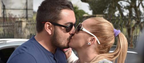 El besazo de Belén Esteban y Miguel durante su verano más ... - bekia.es