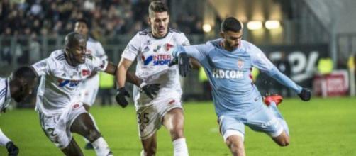Fábio Carille pode ganhar dois reforços para o setor defensivo