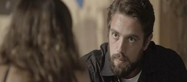 Clara conta para Renato desejo de fechar as minas (Foto: Divulgação TV Globo)
