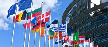 la Commission européenne condamne Google à 2,42 milliards d'euros ... - usine-digitale.fr