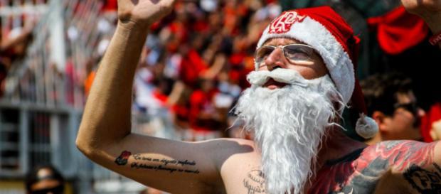 Papai Noel do Flamengo na torcida