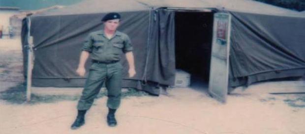 Com 19 anos na época, militar passa em teste de detector de mentiras após afirmar ter visto aliens e nave em floresta (Cascade News)