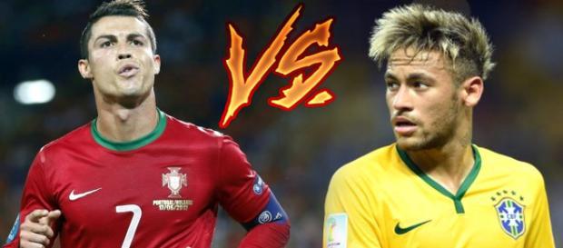 Cristiano Ronaldo e Neymar com as camisas das seleções
