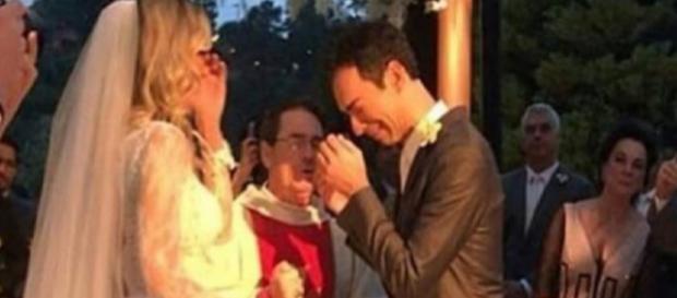 Tralli chora em casamento com Ticiane (Foto Reprodução)