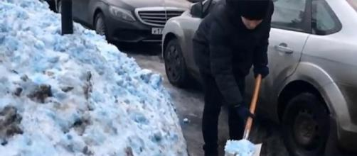 Mystery as bizarre blue snow covers St Petersburg -- News Now/YouTube Cap