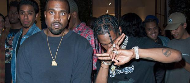 Kanye West com o amigo rapper Travis Scott
