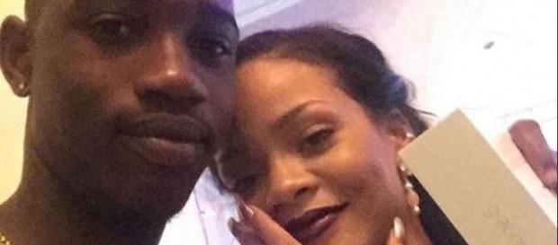 Rihanna com seu primo, assassinado após o Natal. (Foto Reprodução).