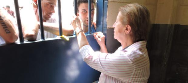 Advogada Isabel Kugler traça estratégia e consegue liberação de chocolates a presos da Lava Jato, em Curitiba