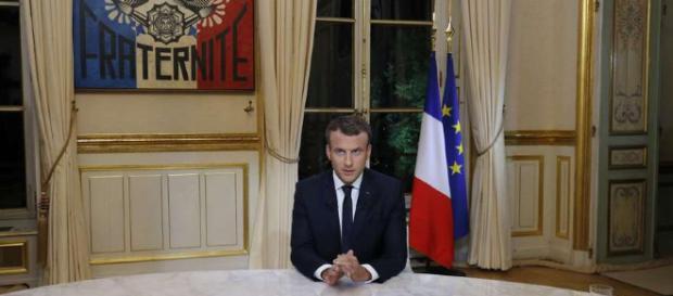 Les vœux présidentiels de Macron dans son bureau de travail à l'Elysée