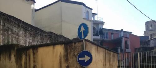 Aversa: segnaletica alternativa con obbligo 'Destinazione paradiso'