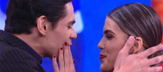 """Lucas Veloso pede bailarina em namoro durante """"Dança dos Famosos"""" ( Reprodução/TV Globo)"""