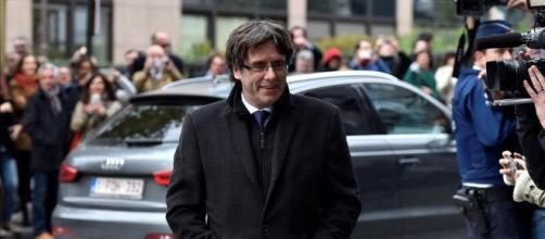 Carles Puigdemont se enfrenta a una euroorden de detención tras no ... - cherencov.com